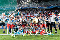 01.06.2017, Woerthersee Stadion, Klagenfurt, AUT, OeFB Samsung Cup, SK Rapid Wien vs FC Red Bull Salzburg, Finale, im Bild die Salzburger jubeln mit dem Pokal und dem Meisterteller // during the Final Match of the Austrian Samsung Cup between SK Rapid Wien and FC Red Bull Salzburg at the Woerthersee Stadion in Klagenfurt, Austria on 2017/06/01. EXPA Pictures © 2017, PhotoCredit: EXPA/ Johann Groder