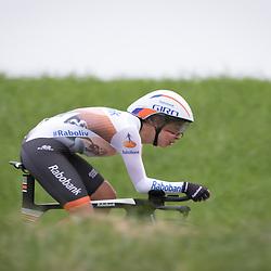 22-04-2016: Wielrennen: Tijdrit vrouwen: Borsele<br />Een tijdrit voor vrouwen op de vrijdagavond voorafgaand aan de omloop van Borsele voor vrouwen. Anouska Koster