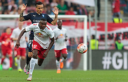 29.07.2015, Red Bull Arena, Salzburg, AUT, UEFA CL, FC Salzburg vs Malmoe FF, Qualifikation, 3. Runde, Hinspiel, im Bild v.l.: Yoshimar Yotun (Malmoe), Dimitri Oberlin (FC Red Bull Salzburg) // during the UEFA Championsleague Qualifier 3rd round, 1st Leg Match between FC Salzburg and Malmoe FF at the Red Bull Arena in Salzburg, Austria on 2015/07/29. EXPA Pictures © 2015, PhotoCredit: EXPA/ JFK