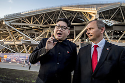 June 25, 2018 - Samara, Russia - Kim Jong Un and Vladimir Putin look-a-likes outside Samara Arena, Russia before the Uruguay - Russia game. Henry X as Kim Jong Un and Steve Poland as Vladimir Putin.  (Credit Image: © Orre Pontus/Aftonbladet/IBL via ZUMA Wire)