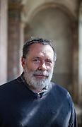 Der akademische Maler Vaclav Spale  in der alten jüdischen Synagoge in Prag Liben wo Bohumil Hrabal zeitweise arbeitete.
