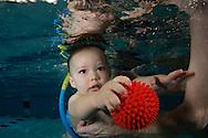 צילום תינוקות מתחת למים