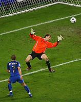 Fotball<br /> VM 2006<br /> Semifinale 04.07.2006<br /> Tyskland v Italia 0-2 eeo<br /> Foto: Witters/Digitalsport<br /> NORWAY ONLY<br /> <br /> 2:0 Tor Alessandro Del Piero, Torwart Jens Lehmann Deutschland<br /> Fussball WM 2006 Halbfinale Deutschland - Italien 0:2 n.V.