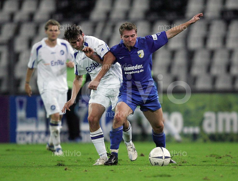 Karlsruhe , 201006 , Saison 2006/2007 ; Fussball 2.Bundesliga Karlsruher SC - FC Carl Zeiss Jena  Christian FROEHLICH (Jena) spielt den Ball gegen Giovanni FEDERICO (Karlsruhe)