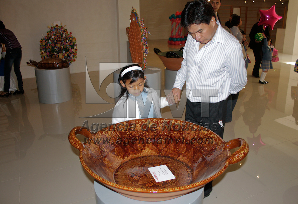 Metepec, México.- Autoridades de Metepec realizaron la premiación del Concurso Nacional de Alfarería y Cerámica La  Magia del Barro,  como una forma de darle impuso a los artesanos del municipio y preservar las tradiciones mexicanas. Agencia MVT / Arturo Hernández S.