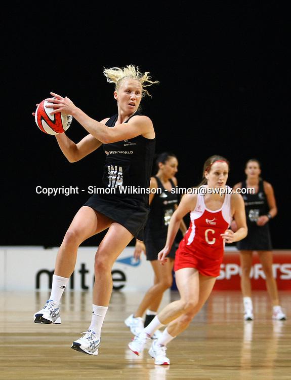 PICTURE BY VAUGHN RIDLEY/SWPIX.COM...Netball - International Netball Series - England v New Zealand - MEN Arena, Manchester, England - 15/01/11...New Zealand's Laura Langman.
