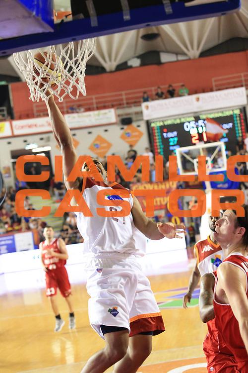DESCRIZIONE : Roma Lega A 2012-2013 Acea Roma Trenkwalder Reggio Emilia playoff quarti di finale gara 1<br /> GIOCATORE : Jordan Taylor<br /> CATEGORIA : tiro<br /> SQUADRA : Acea Roma<br /> EVENTO : Campionato Lega A 2012-2013 playoff quarti di finale gara 1<br /> GARA : Acea Roma Trenkwalder Reggio Emilia<br /> DATA : 09/05/2013<br /> SPORT : Pallacanestro <br /> AUTORE : Agenzia Ciamillo-Castoria/M.Simoni<br /> Galleria : Lega Basket A 2012-2013  <br /> Fotonotizia : Roma Lega A 2012-2013 Acea Roma Trenkwalder Reggio Emilia playoff quarti di finale gara 1<br /> Predefinita :