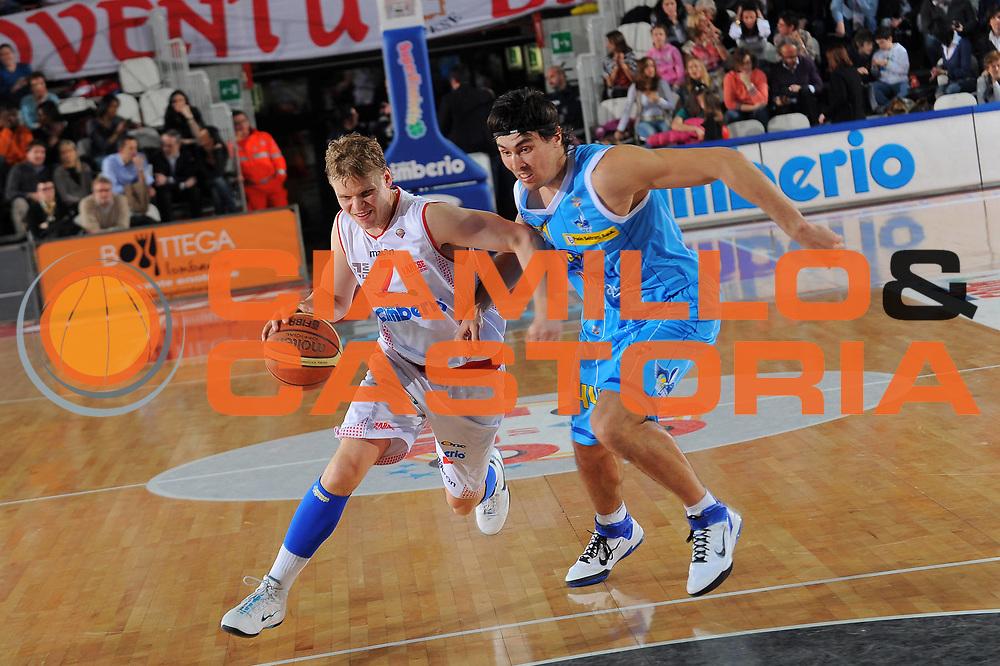 DESCRIZIONE : Varese Lega A 2010-11 Cimberio Varese Vanoli Braga Cremona<br /> GIOCATORE : Teemu Rannikko<br /> SQUADRA : Cimberio Varese<br /> EVENTO : Campionato Lega A 2010-2011<br /> GARA : Cimberio Varese Vanoli Braga Cremona<br /> DATA : 06/03/2011<br /> CATEGORIA : Palleggio<br /> SPORT : Pallacanestro<br /> AUTORE : Agenzia Ciamillo-Castoria/A.Dealberto<br /> Galleria : Lega Basket A 2010-2011<br /> Fotonotizia : Milano Lega A 2010-11 Cimberio Varese Vanoli Braga Cremona<br /> Predefinita :