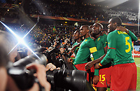 Fotball<br /> VM 2010<br /> Danmark v Kamerun<br /> 19.06.2010<br /> Foto: Witters/Digitalsport<br /> NORWAY ONLY<br /> <br /> Jubel 1:0 v.l. Torschuetze Samuel Eto'o (Etoo, Kamerun), Pierre Achille Webo, Sebastien Bassong<br /> Fussball WM 2010 in Suedafrika, Vorrunde, Kamerun - Daenemark