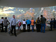 """Moskau/Russische Foederation, RUS, 10.05.2008: Besucher betrachten ein drei dimensionales Diorama der Blockade von Leningrad waehrend des 2. Weltkriegs. Das ganze im Museum des Grossen Vaterlaendischen Krieges in Moskau. Das Museum befindet sich auf dem Berg """"Poklonnaja Gora"""". Verbunden damit ist der sogenannte Siegespark mit einer offenen Darstellung von militaerischen Fahrzeugen, Flugzeugen und Kanonen.<br /> <br /> Moscow/Russian Federation, RUS, 10.05.2008: A three-dimensional model (diorama) about the blockade of Leningrad during the Second World War at the Museum of the Great Patriotic War in Moscow at Poklonnaya Gora (Bowing Hill). Featured is the Victory Park with an open display of military vehicles, aircraft, cannons and the Central Museum building of the Great Patriotic War."""