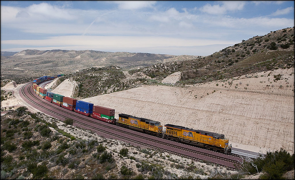 04-11-10: Union Pacific 7855 East rounds the final curve near the summit of Cajon Pass.