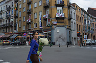 Bruxelles, 21/06/2014: donna con fiori - woman with flowers