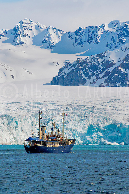 Alberto Carrera, Expedition Boat, Deep Blue Glacier, 14 of July Glacier, Krossfjord, Arctic, Spitsbergen, Svalbard, Norway, Europe