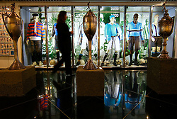 Pessoas observam os títulos do Grêmio no museu do estádio Olímpico Monumental, em Porto Alegre. O Olímpico, como é conhecido é sede do Gremio Footbal Porto Alegrense, lugar onde Luiz Felipe Scolari se consagrou como técnico. FOTO: Jefferson Bernardes/Preview.com
