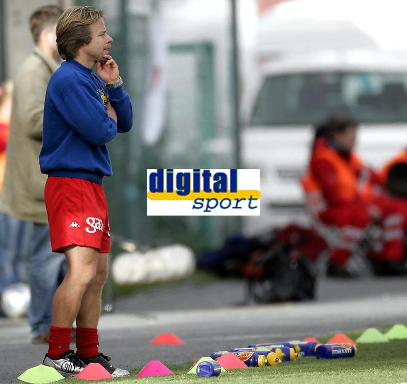 Fotball<br /> Toppserien kvinner 2006<br /> 07.10.2006<br /> R&oslash;a v Trondheims-&Oslash;rn 0-1<br /> Foto: Morten Olsen, Digitalsport<br /> <br /> Geir Nordby - trener R&oslash;a