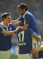 FUSSBALL   1. BUNDESLIGA   SAISON 2011/2012   29. SPIELTAG FC Schalke 04 - Hannover 96                                08.04.2012 Torjubel nach dem 1:0: Julian Draxler, Jefferson Farfan und Raul (v.l, alle Schalke)