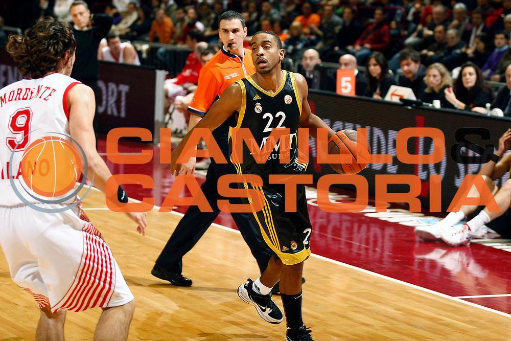 DESCRIZIONE : Milano Eurolega 2009-10 Armani Jeans Milano Real Madrid<br /> GIOCATORE : Louis Bullock<br /> SQUADRA : Real Madrid<br /> EVENTO : Eurolega 2009-2010<br /> GARA : Armani Jeans Milano Real Madrid<br /> DATA : 13/01/2010 <br /> CATEGORIA : Palleggio<br /> SPORT : Pallacanestro <br /> AUTORE : Agenzia Ciamillo-Castoria/G.Cottini<br /> Galleria : Eurolega 2009-2010 <br /> Fotonotizia : Milano Eurolega 2009-10 Armani Jeans Milano Real Madrid<br /> Predefinita :