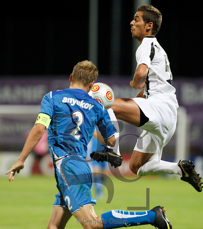 Nacional's player Nuno Pinto (R) fights for the ball with Zenit St. Petersburg's Anyukov during the Play Offs, first leg qualifying of the Europa League soccer match at Madeira Stadium,Funchal, Madeira Island, Portugal, 20 August 2009. .Photo Gregorio Cunha