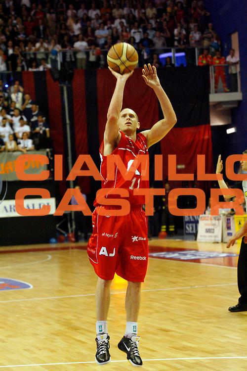 DESCRIZIONE : Biella Lega A 2008-09 Playoff Semifinale Gara 2 Angelico Biella Armani Jeans Milano<br /> GIOCATORE : Jobey Thomas<br /> SQUADRA : Armani Jeans Milano<br /> EVENTO : Campionato Lega A 2008-2009 <br /> GARA : Angelico Biella Armani Jeans Milano<br /> DATA : 31/05/2009<br /> CATEGORIA : tiro<br /> SPORT : Pallacanestro <br /> AUTORE : Agenzia Ciamillo-Castoria/E.Pozzo