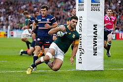 South Africa Inside Centre Damian De Allende scores the first try of the game - Mandatory byline: Rogan Thomson/JMP - 07966 386802 - 07/10/2015 - RUGBY UNION - The Stadium, Queen Elizabeth Olympic Park - London, England - South Africa v USA - Rugby World Cup 2015 Pool B.