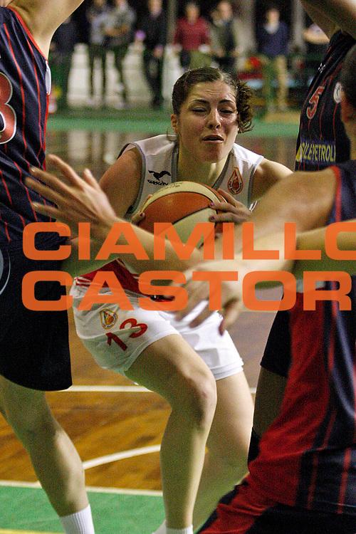 DESCRIZIONE : Lucca Lega A1 2011-12 Femminile Le Mura Lucca Vs Cras Taranto Playoff gara 4<br /> GIOCATORE : Bagnara Benedetta<br /> SQUADRA : Le Mura Lucca<br /> EVENTO : Campionato Lega A1 femminile 2011-2012 Playoff gara 4<br /> GARA : Le Mura Lucca Cras Taranto<br /> DATA : 26/04/2012<br /> CATEGORIA : Penetrazione<br /> SPORT : Pallacanestro<br /> AUTORE : Agenzia Ciamillo-Castoria/Stefano D'Errico<br /> Galleria : Lega Basket A2 2011-2012 <br /> Fotonotizia : Lucca Lega A1 2011-12 Femminile Le Mura Lucca Vs Cras Taranto Playoff gara 4<br /> Predefinita :