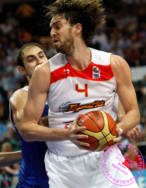 Katowice 20/09/2009.EuroBasket 2009.Final .Spain v Serbia.Nenad Krstic of Serbia and Pau Gasol of Spain ..Photo by : Piotr Hawalej / WROFOTO