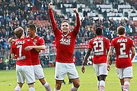 ALKMAAR - 04-10-2015, AZ - FC Twente, AFAS Stadion, AZ speler Vincent Janssen juicht na het doelpuntt van AZ speler Guus Hupperts (l), juichen.