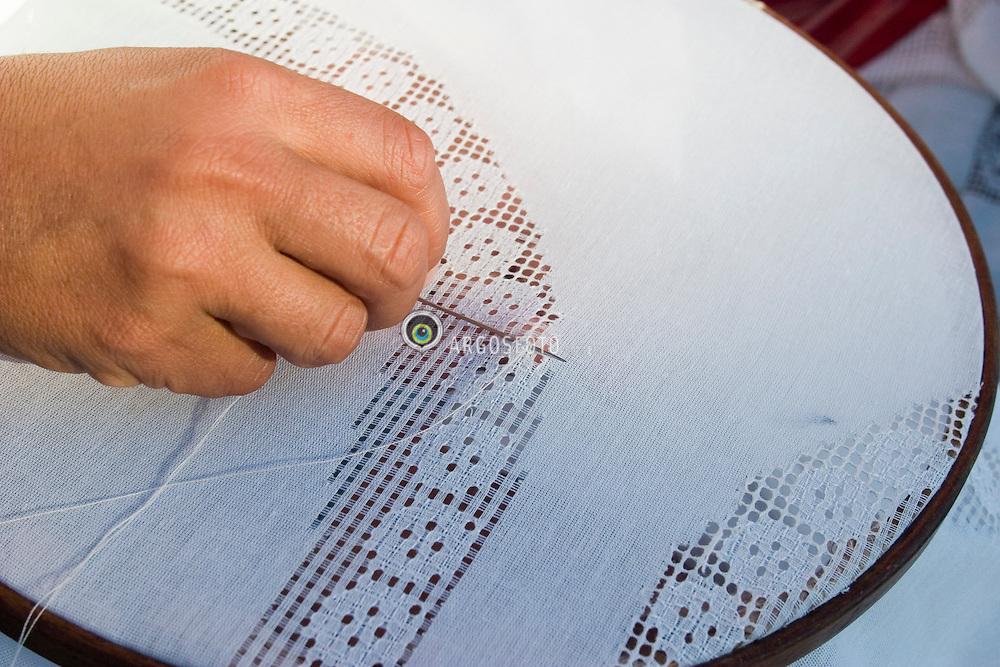 Joao Pessoa, Paraiba, Brasil..Mulher fazendo renda labirinto./ Woman works in the called embroidering labyrinth..Foto © Adri Felden/Argosfoto