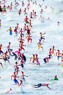 SCHEVENINGEN - new years dive 2018 on january 1 2018  .copyrihjt robin utrecht/julia brabander  <br /> Deelnemers aan de traditionele Unox Nieuwjaarsduik rennen massaal de Noordzee in.