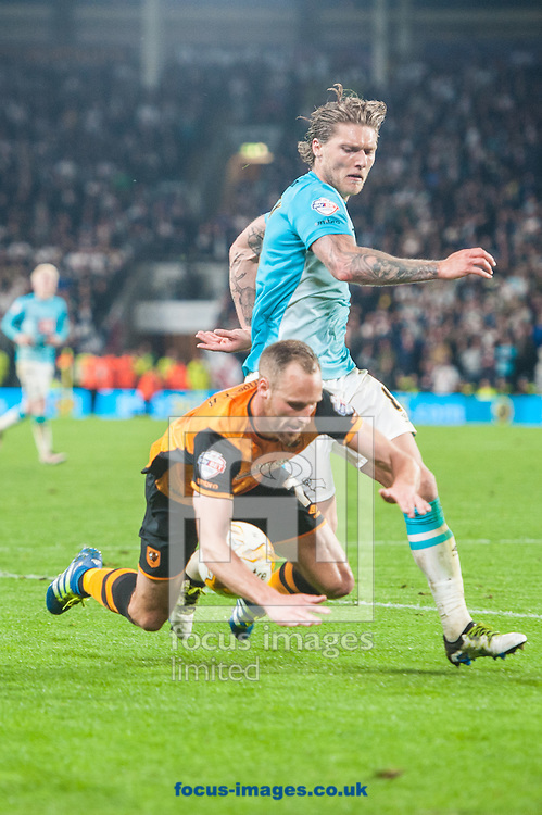 David Meyler of Hull City is challenged by Jeff Hendrick of Derby County during the Sky Bet Championship Playoff Semi-final Leg Two at KC Stadium, Hull<br /> Picture by Matt Wilkinson/Focus Images Ltd 07814 960751<br /> 17/05/2016