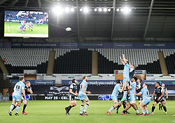 Rob McCusker of Ospreys goes up for the lineout ball<br /> <br /> 2nd November, Liberty Stadium , Swansea, Wales ; Guinness pro 14's Ospreys Rugby v Glasgow Warriors ;  <br /> <br /> Credit: Simon King/News Images<br /> <br /> Photographer Simon King/Replay Images<br /> <br /> Guinness PRO14 Round 8 - Ospreys v Glasgow Warriors - Friday 2nd November 2018 - Liberty Stadium - Swansea<br /> <br /> World Copyright © Replay Images . All rights reserved. info@replayimages.co.uk - http://replayimages.co.uk