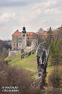 La Massue d'Hercule devant le chateau de Pieskowa Skala