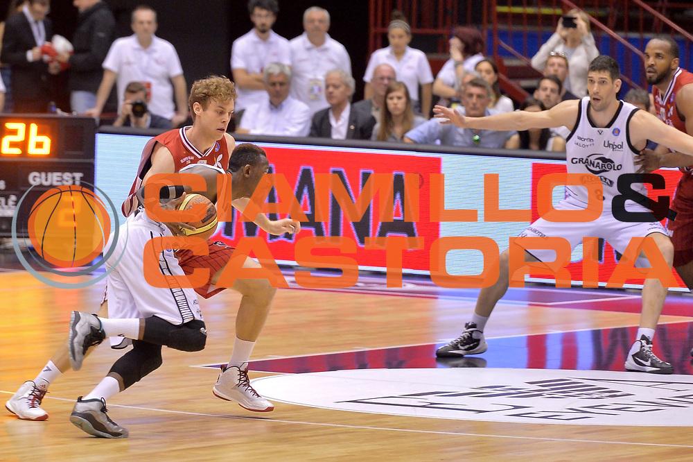 DESCRIZIONE : Milano Lega A 2014-15 EA7 Emporio Armani Milano vs Granarolo Bologna playoff Quarti di Finale gara 1 <br /> GIOCATORE : Hazell Jeremy<br /> CATEGORIA : Controcampo penetrazione<br /> SQUADRA : Granarolo Bologna<br /> EVENTO : PlayOff Quarti di finale gara 1<br /> GARA : EA7 Emporio Armani Milano vs Granarolo Bologna gara1<br /> DATA : 18/05/2015 <br /> SPORT : Pallacanestro <br /> AUTORE : Agenzia Ciamillo-Castoria/Mancini Ivan<br /> Galleria : Lega Basket A 2014-2015 Fotonotizia : Milano Lega A 2014-15 EA7 Emporio Armani Milano vs Granarolo Bologna  playoff quarti di finale  gara 1 Predefinita :