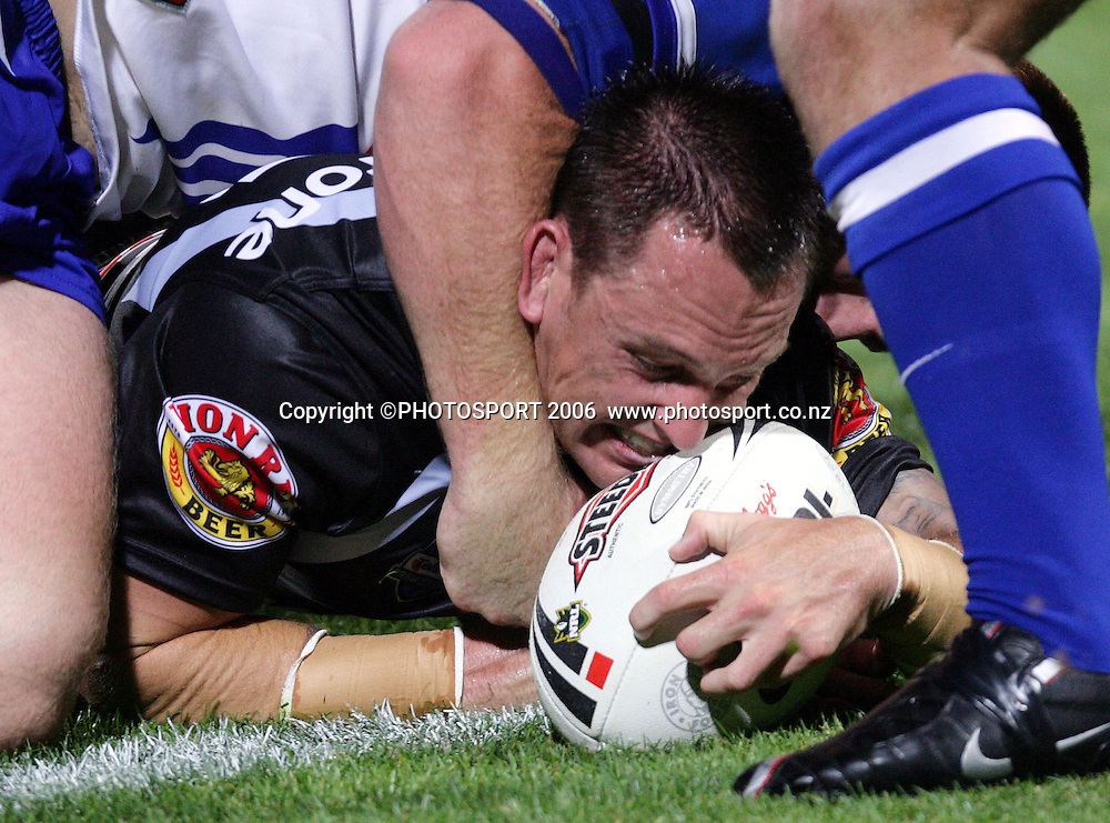 Warriors player Nathan Fein scores a try at the pre season NRL match between the Warriors and Bulldogs at North Harbour Stadium, Auckland, New Zealand, on Saturday 3 March 2007. Photo: Andrew Cornaga/PHOTOSPORT