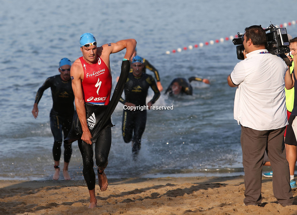 06.07.2014, Frankfurt, Germany. Ironman European Championships.   Jan Frodeno ger leading out the Water