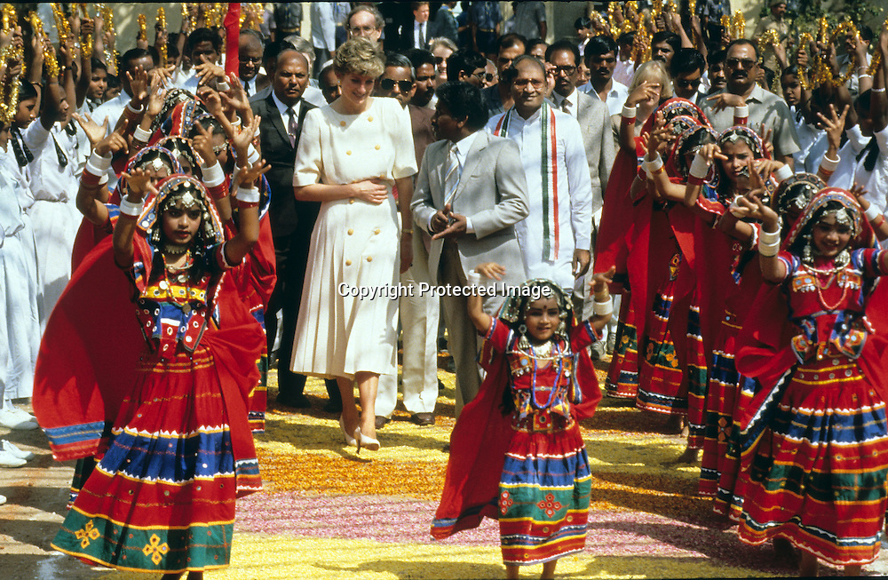 Diana, Princess of Wales receives a warm welcome from a group of Indian dancers when she arrives  in Hyderabad, India in February, 1992.<br />Photo: Anwar Hussein