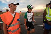 Andrea Gallo (midden) tijdens de derde racedag. In Battle Mountain (Nevada) wordt ieder jaar de World Human Powered Speed Challenge gehouden. Tijdens deze wedstrijd wordt geprobeerd zo hard mogelijk te fietsen op pure menskracht. De deelnemers bestaan zowel uit teams van universiteiten als uit hobbyisten. Met de gestroomlijnde fietsen willen ze laten zien wat mogelijk is met menskracht.<br /> <br /> In Battle Mountain (Nevada) each year the World Human Powered Speed Challenge is held. During this race they try to ride on pure manpower as hard as possible.The participants consist of both teams from universities and from hobbyists. With the sleek bikes they want to show what is possible with human power.