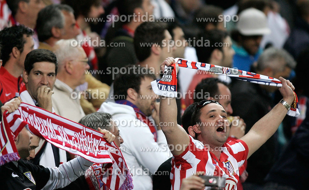 08.04.2010, Stadion Vicente Calderon, Madrid, ESP, UEFA EL, Atletico Madrid vs Valencia CF im Bild Atletico de Madrid's supporters during, EXPA Pictures © 2010, PhotoCredit: EXPA/ Alterphotos / Alvaro Hernandez / SPORTIDA PHOTO AGENCY