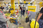 Nederland, Nijmegen, 27-6-2016Jumbo supermarkt. Klanten, winkelende mensen.Foto: Flip Franssen