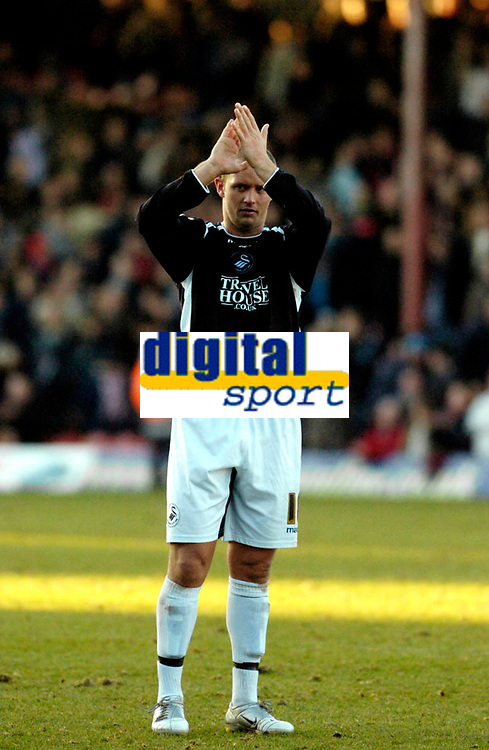Photo: Leigh Quinnell.<br /> Brentford v Swansea City. Coca Cola League 1.<br /> 26/12/2005. Swanseas Lee trundle thanks the travelling fans for their support.