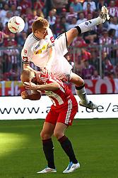 02.04.2011, Allianz Arena, Muenchen, GER, 1.FBL, FC Bayern Muenchen vs Borussia Moenchengladbach , im Bild Marco Reus (Borussia #11) und Arjen Robben (Bayern #10)  , EXPA Pictures © 2011, PhotoCredit: EXPA/ nph/  Straubmeier       ****** out of GER / SWE / CRO  / BEL ******