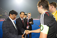 04 GER vs IND : Odisha Governor check the hand of Tobias Hauke