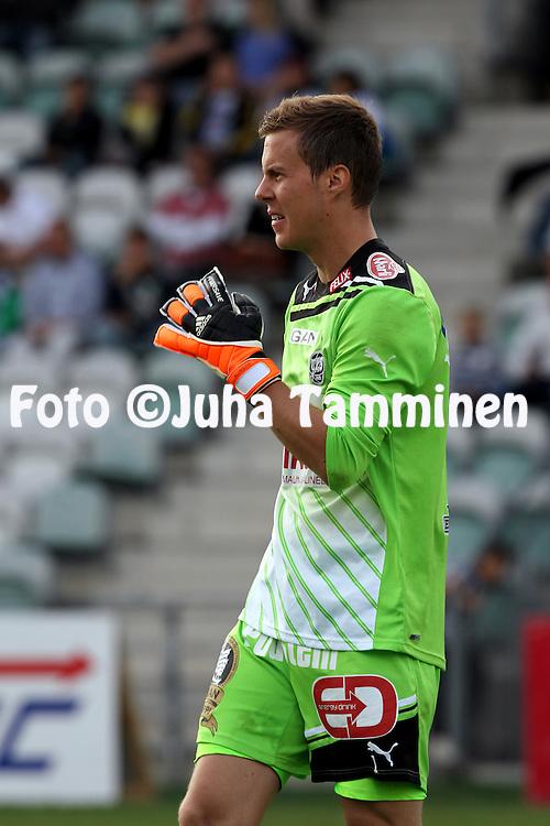 9.7.2012, Veritas stadion (Kupittaa), Turku..Veikkausliiga 2012..FC TPS Turku - FC Honka..Henrik Moisander - TPS.