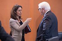 13 JAN 2016, BERLIN/GERMANY:<br /> Aydan Oezoguz (L), SPD, Staatsministerin bei der Bundeskanzlerin als Beauftragte der Bundesregierung für Migration, Flüchtlinge und Integration, und Frank-Walter Steinmeier (R), SPD, Bundesaussenminister, im Gespraech, vor Beginn einer Kabinettsitzung, Budneskanzleramt<br /> IMAGE: 20160113-01-004<br /> KEYWORDS: Kabinett, Sitzung, Aydan Özoğuz, Gespräch