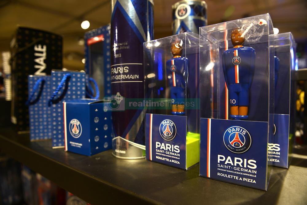 Atmosphere at Paris Saint Germain Shop, facing the 'Parc des Princes', in Paris, France, on August 4, 2017, as PSG just announced the arrival of Brazilian player Neymar. Photo by Balkis Press/ABACAPRESS.COM