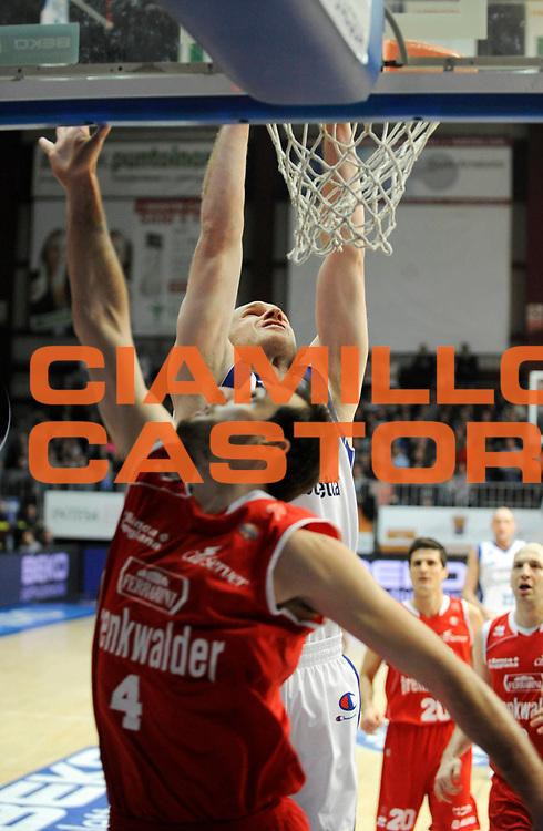DESCRIZIONE : Cantu' Lega A 2012-13 CheBolletta Cantu' Trenkwalder Reggio Emilia<br /> GIOCATORE : Maarten Leunen<br /> SQUADRA : CheBolletta Cantu' <br /> EVENTO : Campionato Lega A 2012-2013<br /> GARA :  CheBolletta Cantu' Trenkwalder Reggio Emilia<br /> DATA : 30/12/2012<br /> CATEGORIA : Schiacciata<br /> SPORT : Pallacanestro<br /> AUTORE : Agenzia Ciamillo-Castoria/A.Giberti<br /> Galleria : Lega Basket A 2012-2013<br /> Fotonotizia : Cantu' Lega A 2012-13 CheBolletta Cantu' Trenkwalder Reggio Emilia<br /> Predefinita :