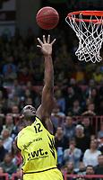 Basketball  1. Bundesliga  2017/2018  Hauptrunde  16. Spieltag  30.12.2017 Walter Tigers Tuebingen - MHP RIESEN Ludwigsburg Javon McCrea (Tigers) mit Ball