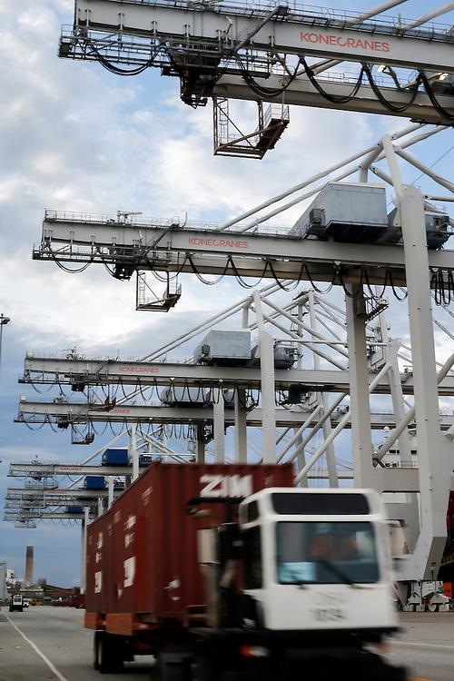 Work begins at the Georgia Ports Authority Garden City Terminal, Tuesday, July, 14 2015, in Savannah, Ga.  (GPA Photo/Stephen B. Morton)