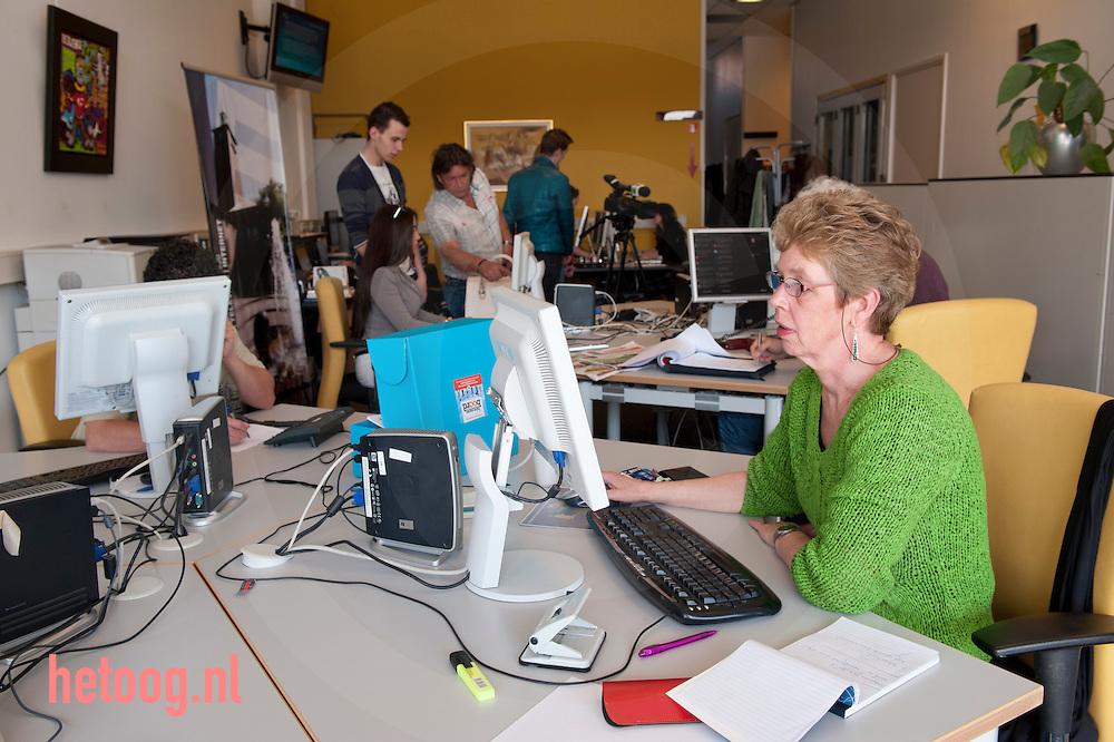 nederland, enschede, 28mrt2012  interview met Martijn de Lange van tvenschedefm over mantelzorg project 'binnenboord'