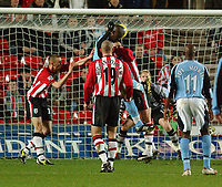 Fotball<br /> Premier League England 2004/2005<br /> Foto: SBI/Digitalsport<br /> NORWAY ONLY<br /> <br /> 05.01.2005<br /> Southampton v Fulham<br /> <br /> Fulham's Papa Bouba Diop heads in the first Fulham goal